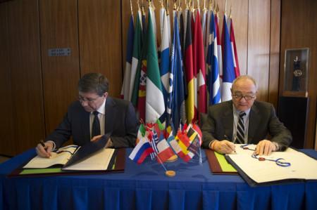 Potpisivanje sporazuma ESA i Roskosmos-a (Foto: ESA)