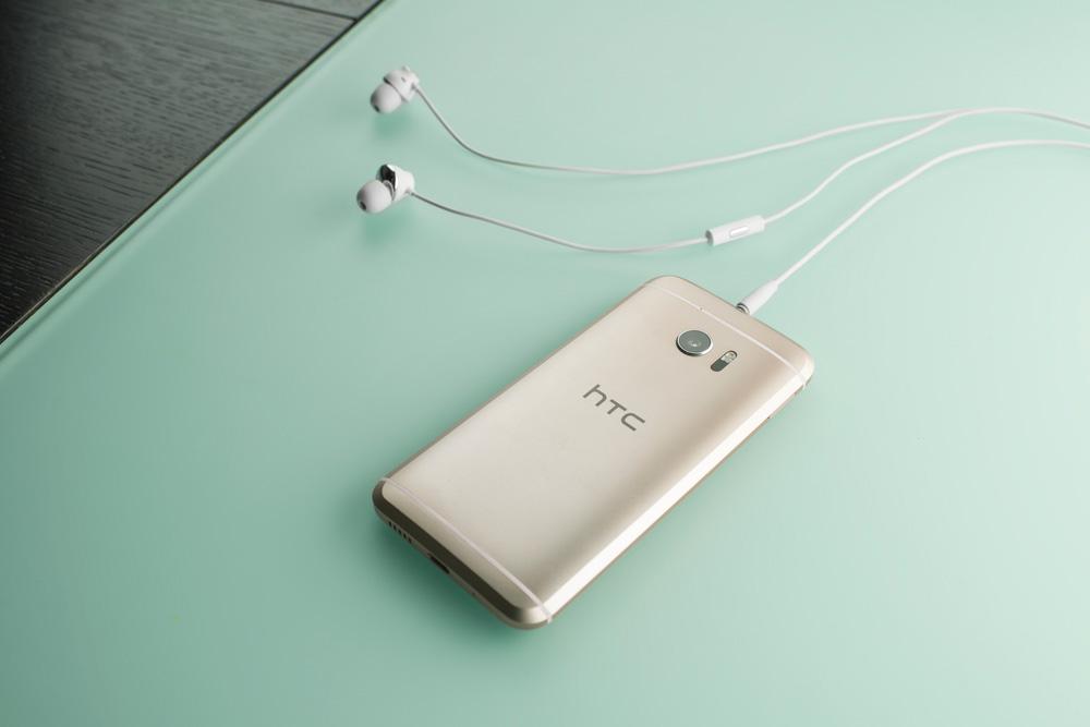 HTC-10-slusalice