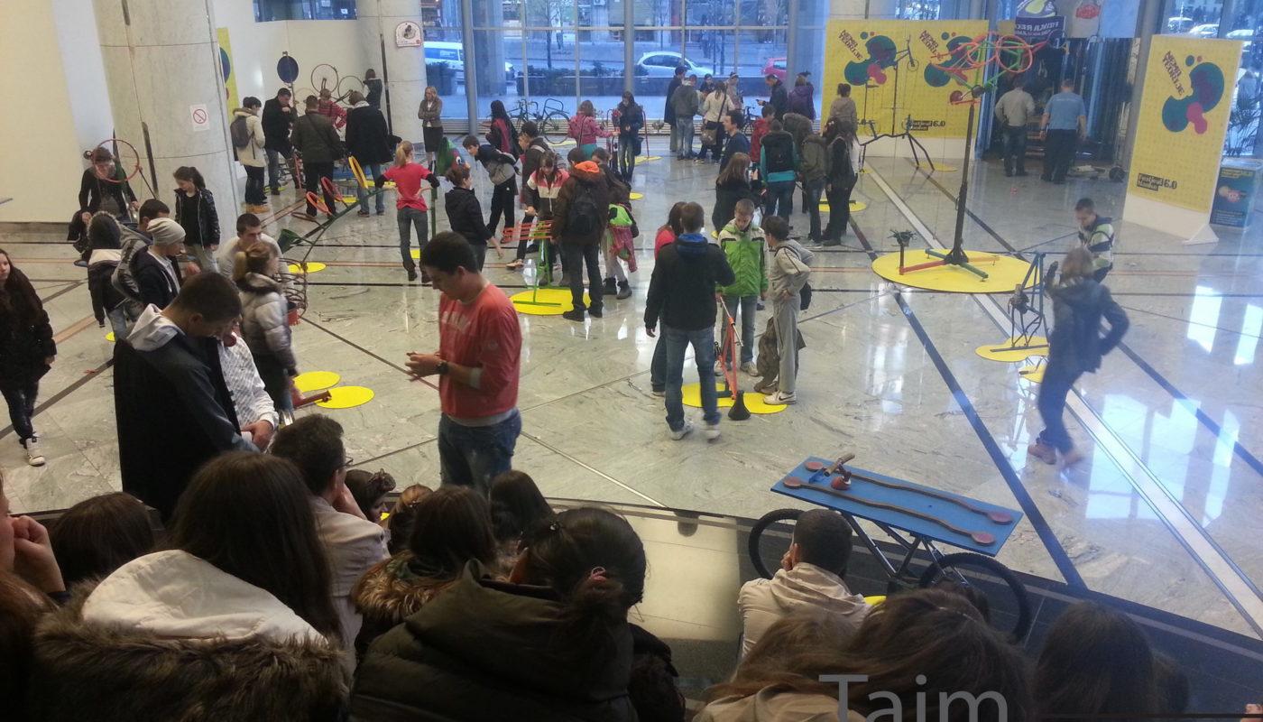 Festival-nauke-Atmosfera-u-Galeriji-NBS_resize