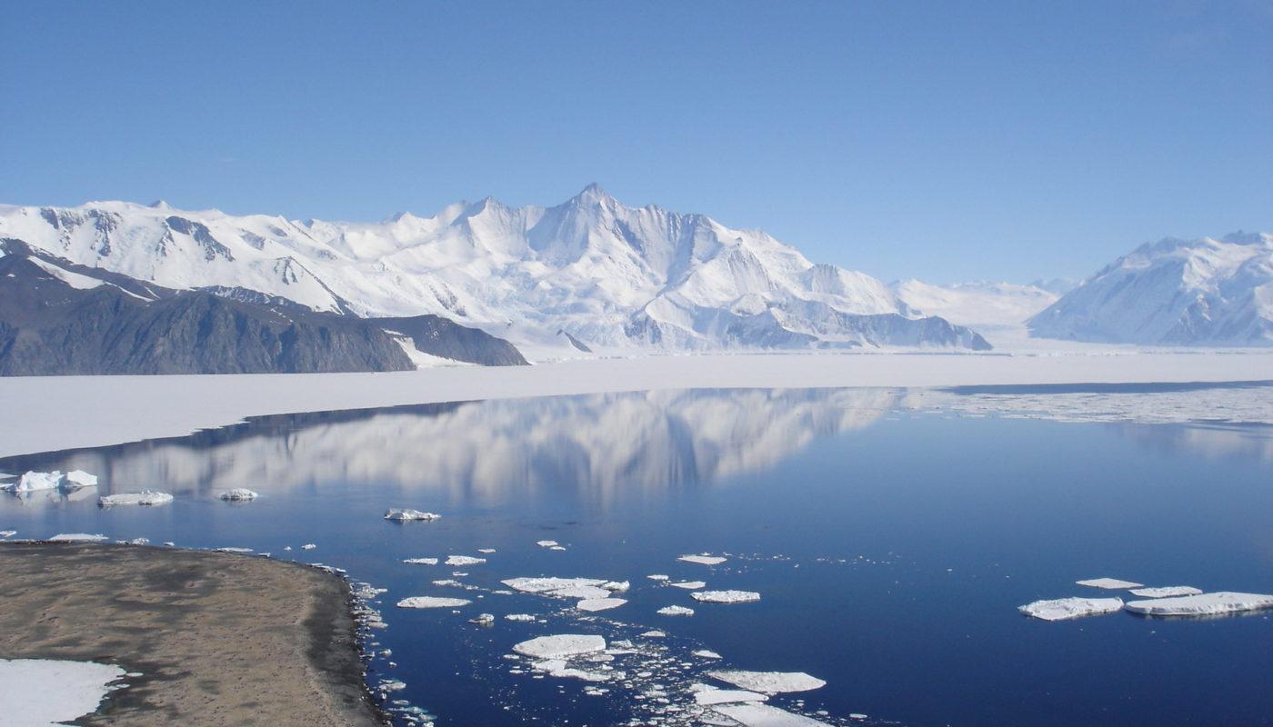 Mt_Herschel_Antarctica_Jan_2006_resize