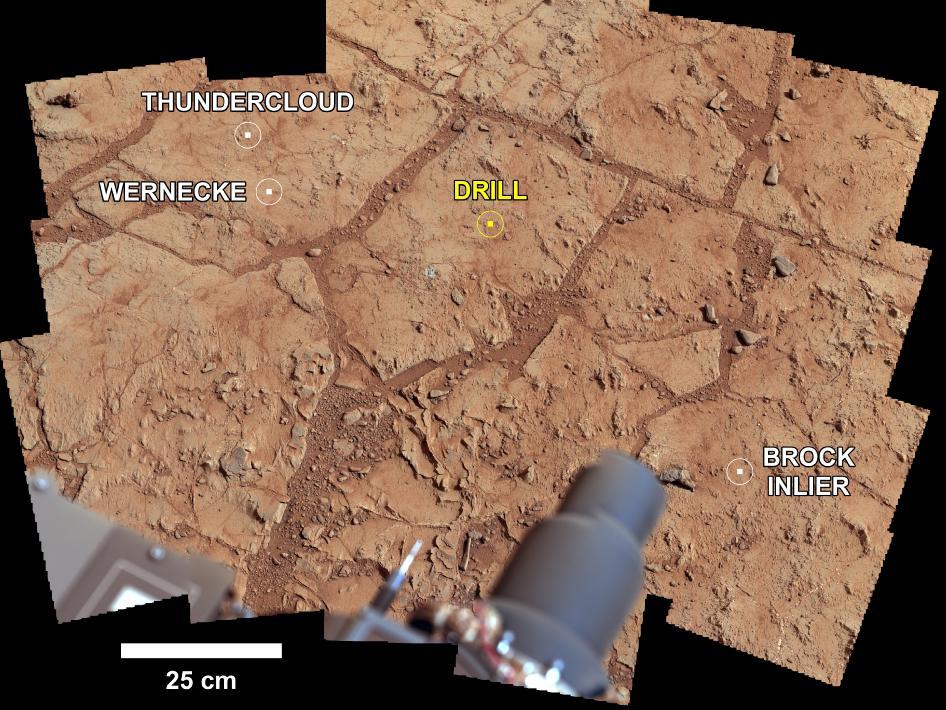 Foto-mozaik lokacije na kojoj je izvršeno bušenje (Foto: Curiosity/NASA)