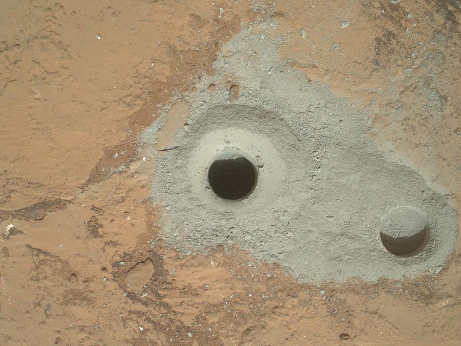 Rupa iz koje je rover uzeo uzorke za analizu (Foto: Curiosity/NASA)