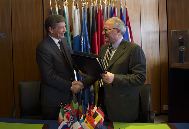 Signing_partnership_agreement_for_ExoMars_node_full_image