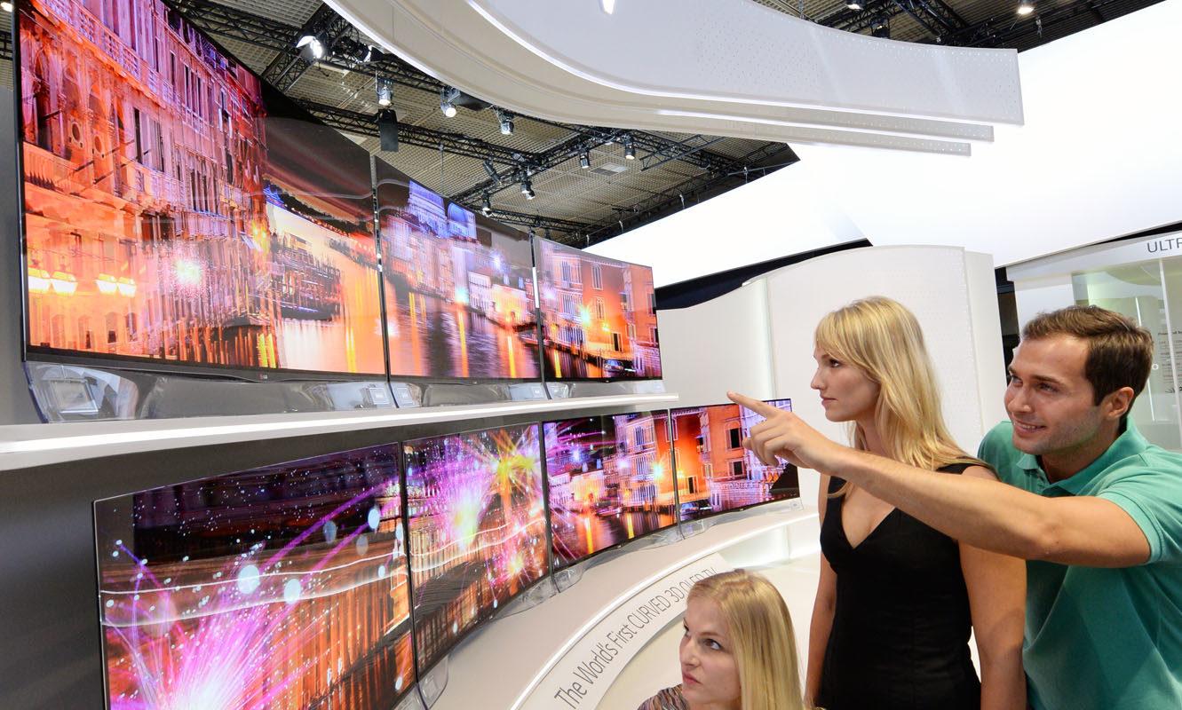 LG_Zakrivljeni-OLED-televizor_Foto