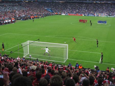 Penalty_kick_Lahm_Cech_Champions_League_Final_2012