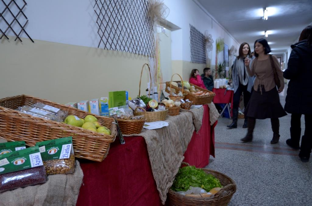 Norveski-projekat-Razvoj-preduzetnistva-kroz-promociju-uzgoja-organske-hrane-sajam-21022015-2