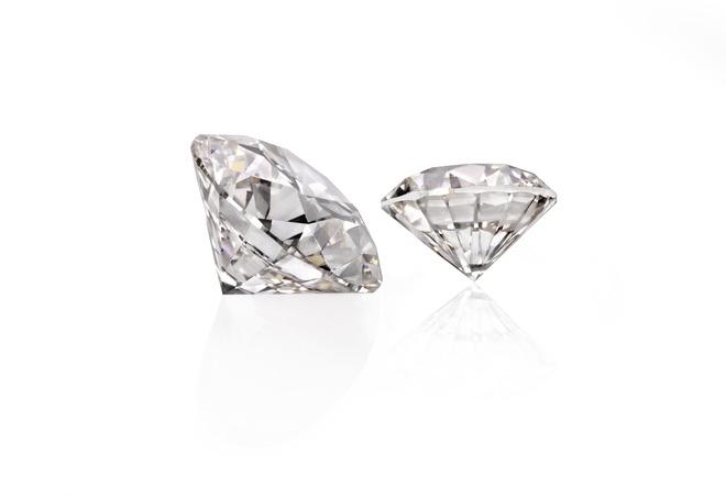 Two_diamonds_grown_by_Washington_Diamonds