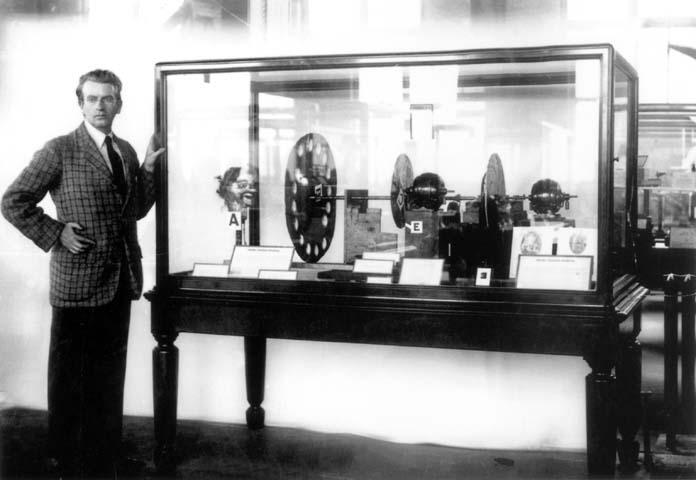 Džon Logi Berd na predstavljanju svog TV uređaja 1926. u Muzeju nauke