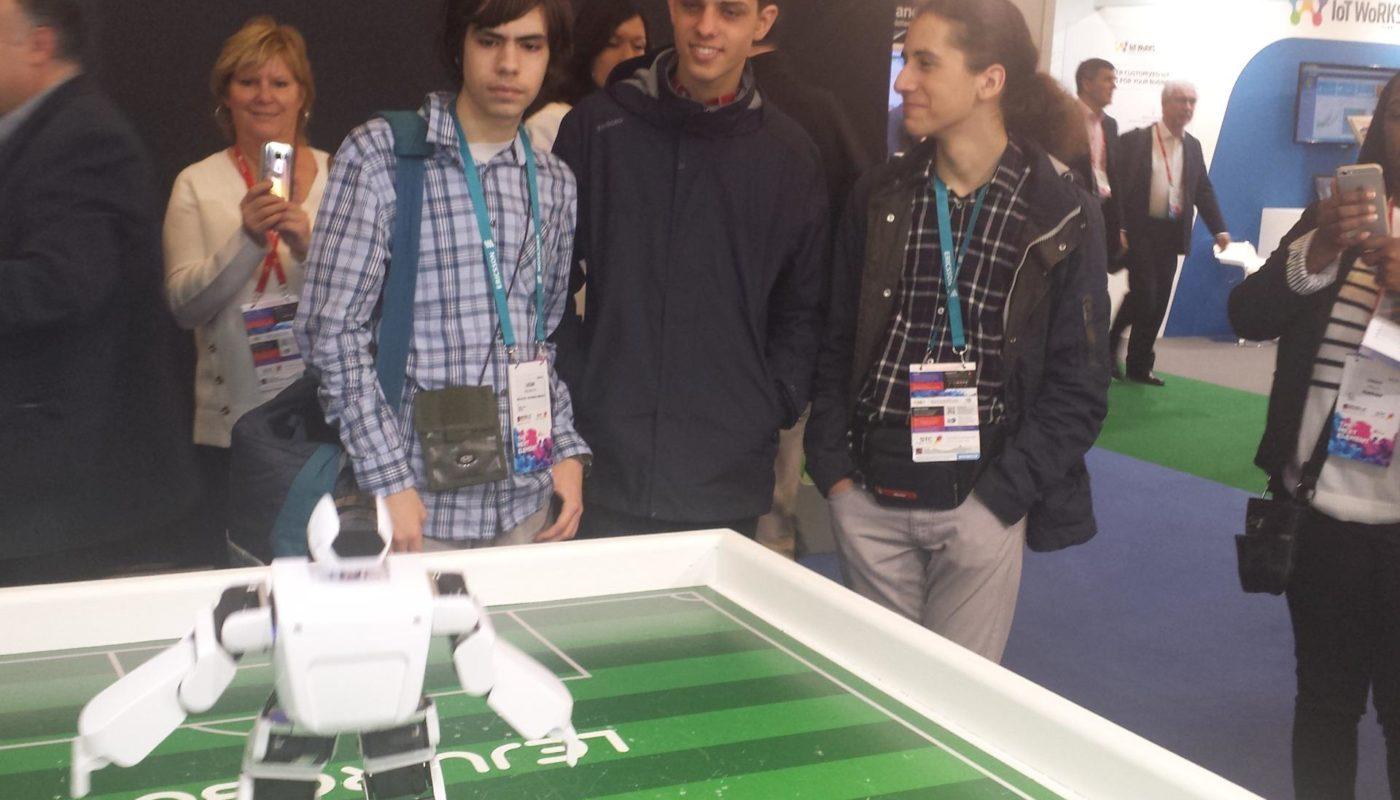 Ucenici-Racunarske-gimnazije-u-poseti-Svetskom-kongresu-mobilne-telefonije-u-Barseloni